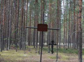 Памятный крест. Фотография 2010 года. Источник: Архив НИЦ «Мемориал»
