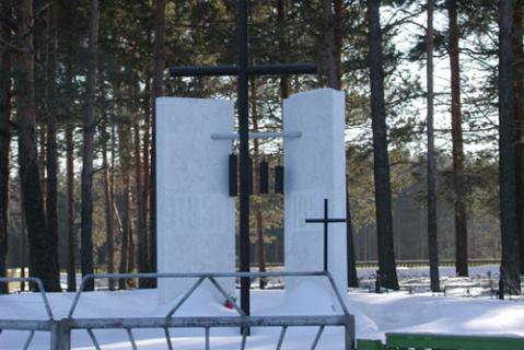 Памятник жертвам политических репрессий. Источник: http://www.kargasok.ru/newsp.html
